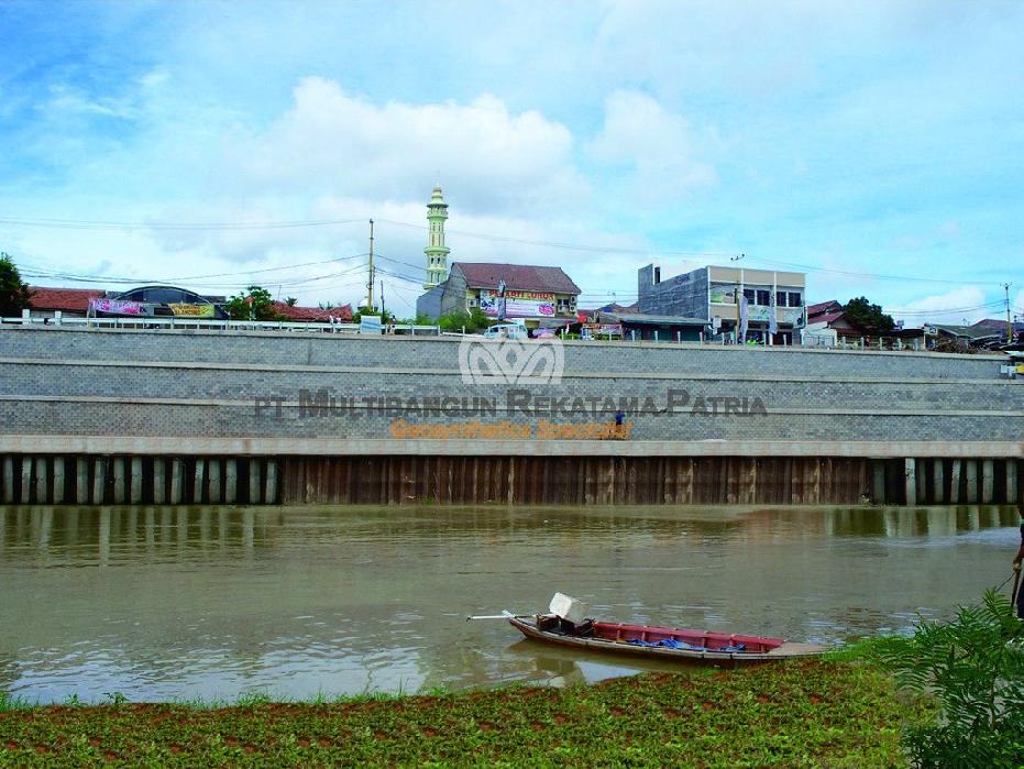 Perbaikan Lereng Sungai Cisadane Karawaci