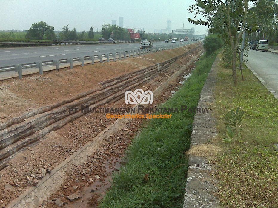 Wraparound retaining wall Janger Toll Road - Tangerang