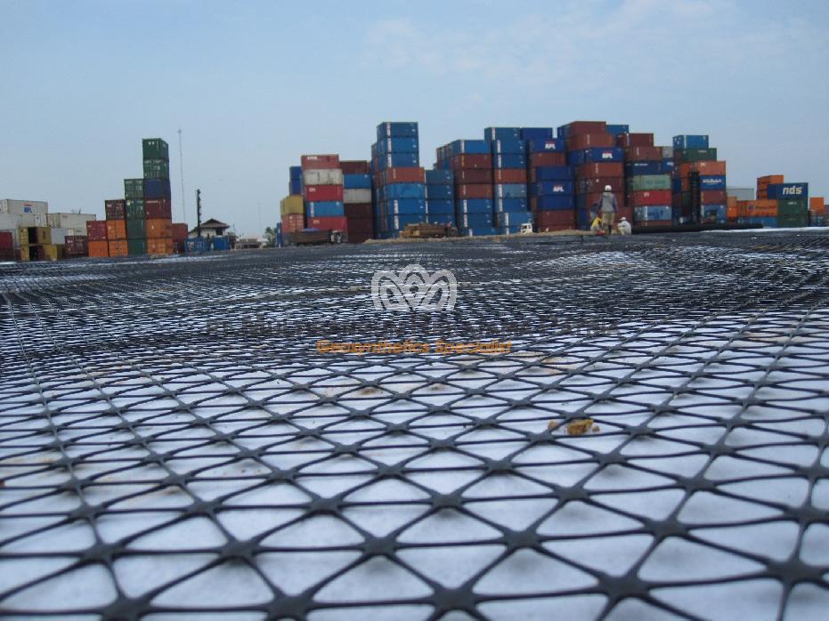 Terminal Peti Kemas Pelabuhan Belawan - Medan