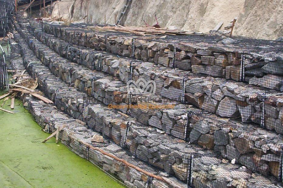 Perkuatan tebing Sungai Lamandau