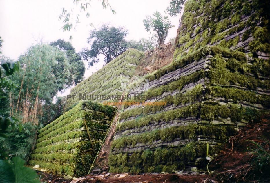 Perbaikan Lereng Cilebut Bojong Gede Bogor